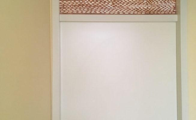 z.t., toepassing bovenlicht (bruin), zijde A, veref, epoxyhars op plexiglas, 88 cm x 48 cm, 2018