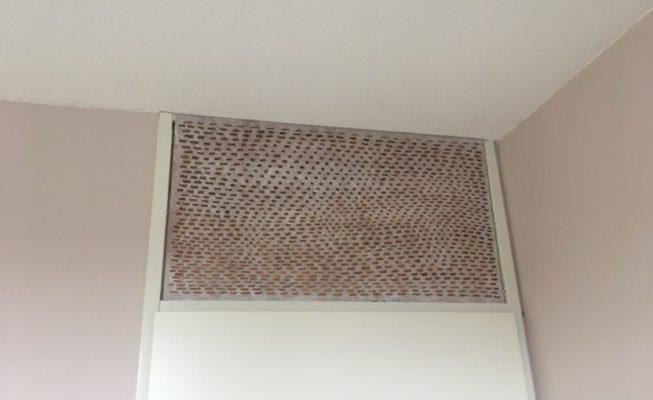 z.t., toepassing bovenlicht (bruin) zijde B, verf, epoxyhars op plexiglas, 88 cm x 48 cm, 2018