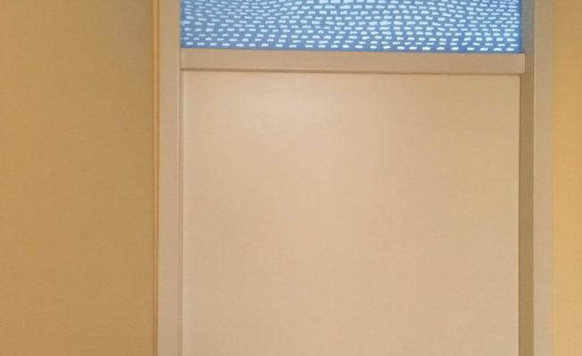 toepassing bovenlicht nieuwbouw huis, verf, epoxyhars op plexiglas, 88 cm x 48 cm, 2018
