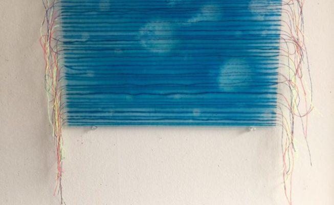 z.t., nylondraden en giethars op glas, 37 cm x 27 cm (glasplaat), 2019  (€ 180,- incl. BTW)