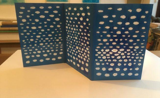 z.t., multi variabel object, verf op glas en giethars, 99 cm x 48 cm (h), 2019